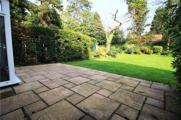 2 Bedrooms Flat for sale in Branksome Park, Poole, Dorset, BH13