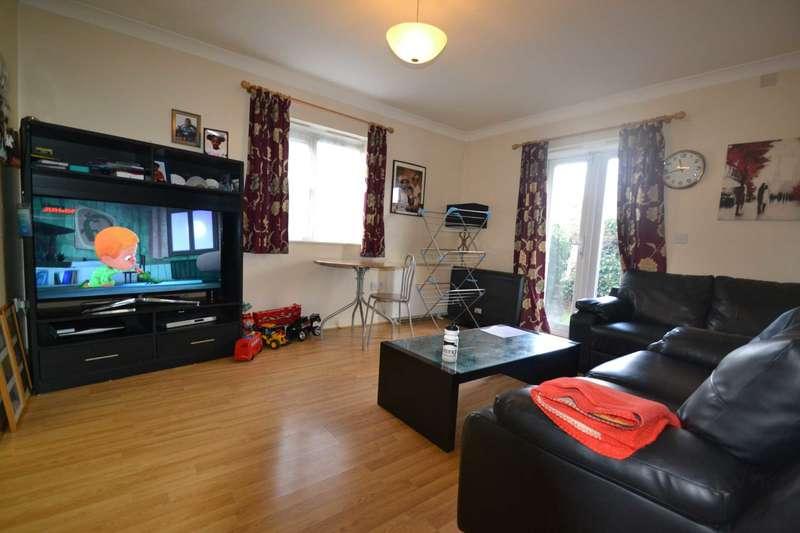 2 Bedrooms Flat for sale in Pelham Place, London, w13