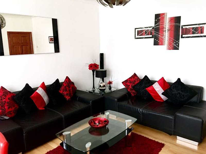 4 Bedrooms Semi Detached House for sale in Burns Way, Hounslow
