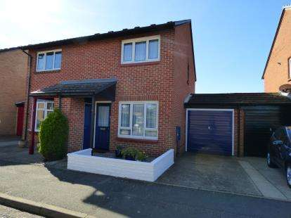 2 Bedrooms Semi Detached House for sale in Hornchurch