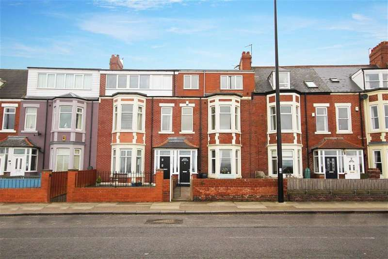 4 Bedrooms Flat for sale in Windsor Crescent, Cullercoats, Tyne And Wear