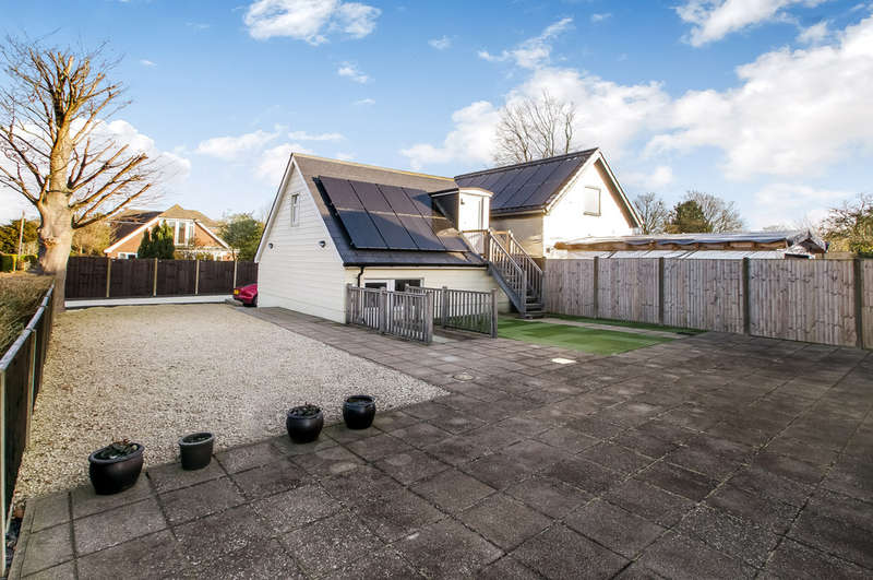 3 Bedrooms Detached House for sale in Clanfield, Hampshire