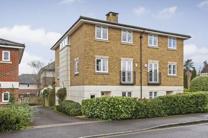 4 Bedrooms Semi Detached House for sale in Cornes Close, Winchester, SO22