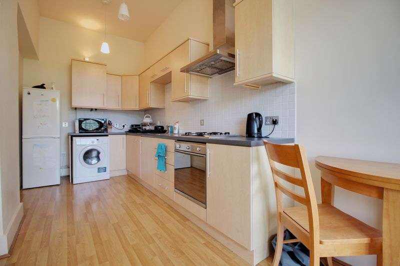 2 Bedrooms Flat for sale in The Ridge, Gregory Boulevard, Nottingham