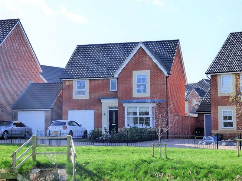 4 Bedrooms Detached House for sale in Underleaf Close, Gloucester