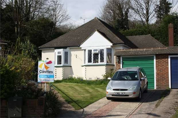 3 Bedrooms Detached Bungalow for sale in Cranmore Close, ALDERSHOT, Hampshire