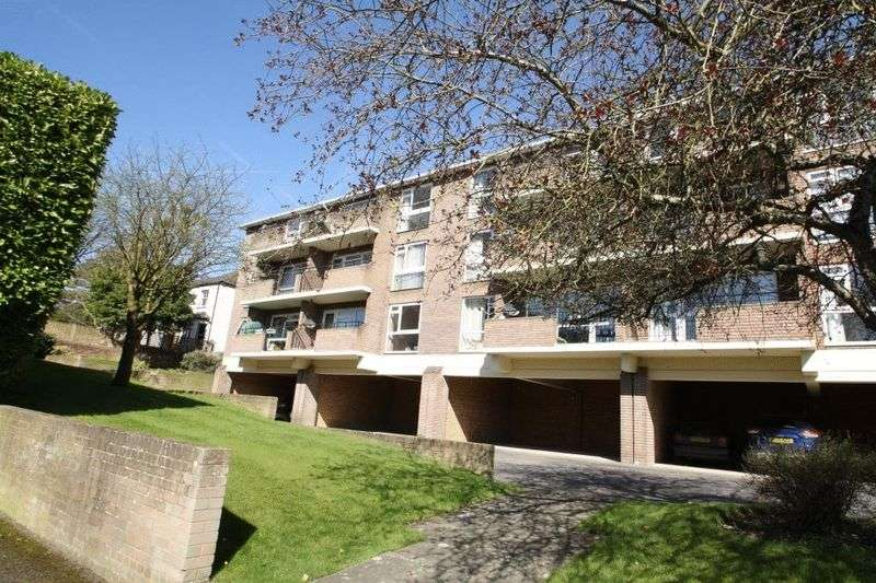 2 Bedrooms Flat for sale in Queens Court, High Wycombe