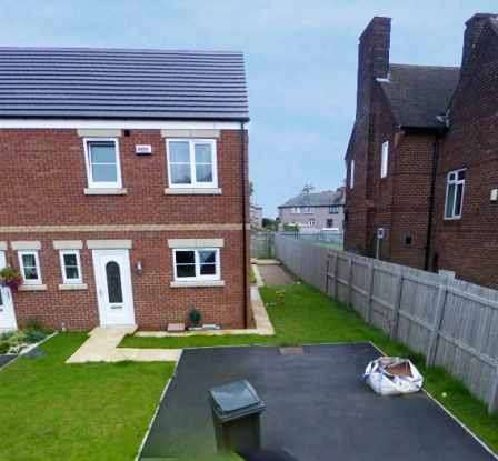 3 Bedrooms Town House for sale in Greengate Court, Sheffield, South Yorkshire, S35 3UQ