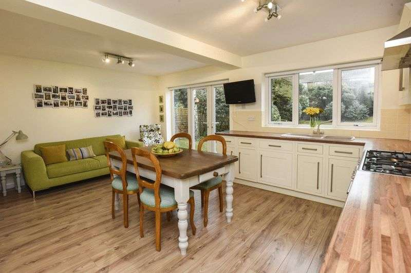 4 Bedrooms Detached House for sale in Appleton Avenue, Oldswinford, Stourbridge