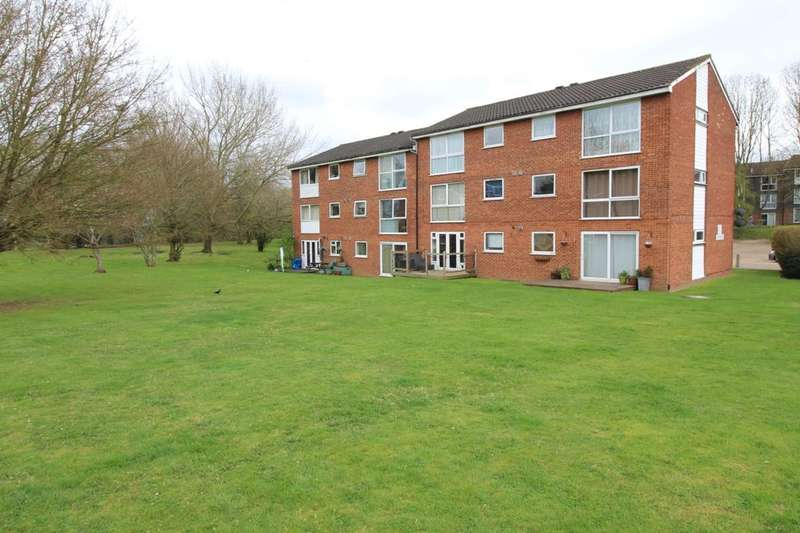 2 Bedrooms Flat for sale in Nightingale Walk, Hemel Hempstead, HP2