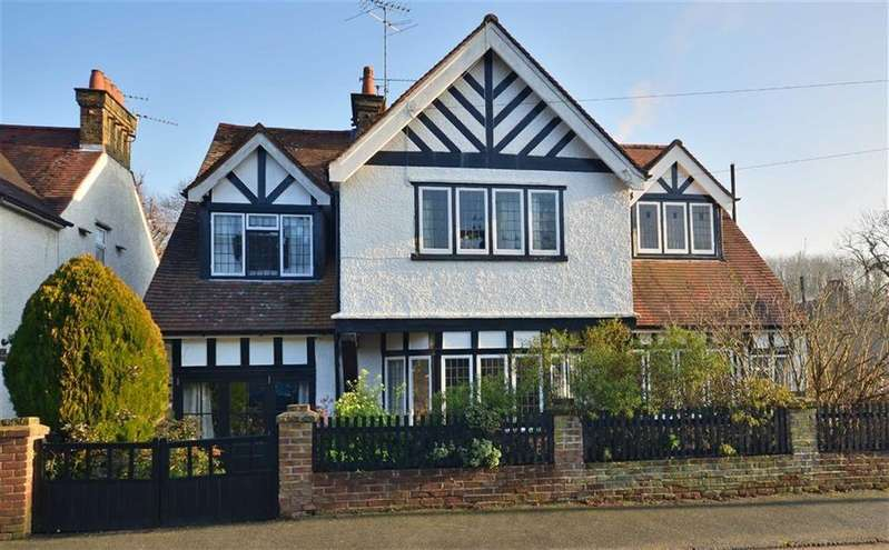 5 Bedrooms Detached House for sale in Lower Road, Chorleywood, Hertfordshire