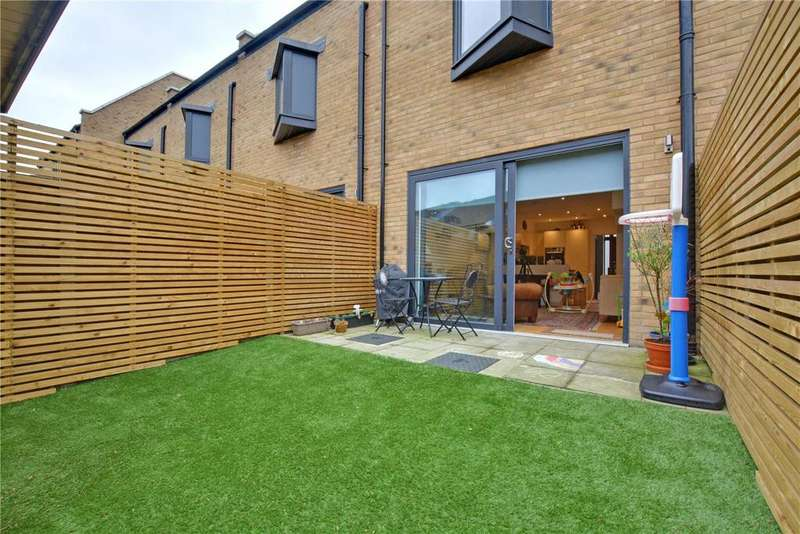 3 Bedrooms Terraced House for sale in Commerell Street, Greenwich, London, SE10