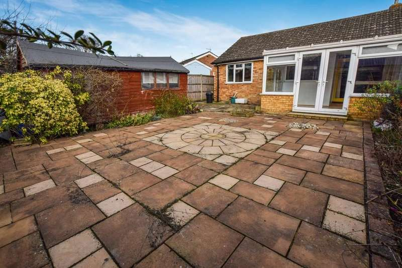 2 Bedrooms Semi Detached Bungalow for sale in Brinkley Crescent, Colchester