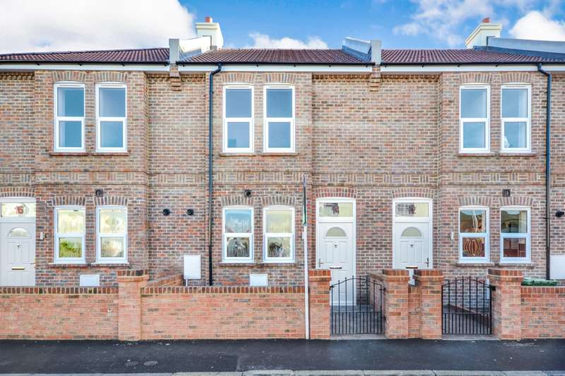 3 Bedrooms House for sale in Fairlight Road, Eastbourne, BN22