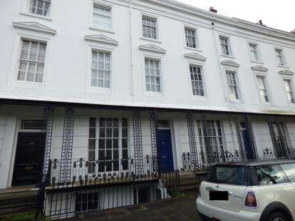 2 Bedrooms Flat for sale in Lansdowne Crescent, Willes Road, Leamington Spa