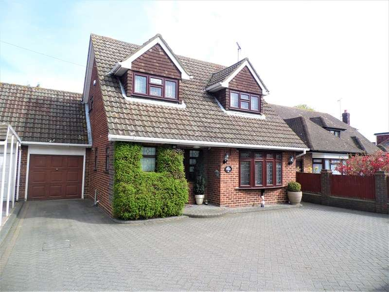 4 Bedrooms Property for sale in Rawreth Lane, Rayleigh