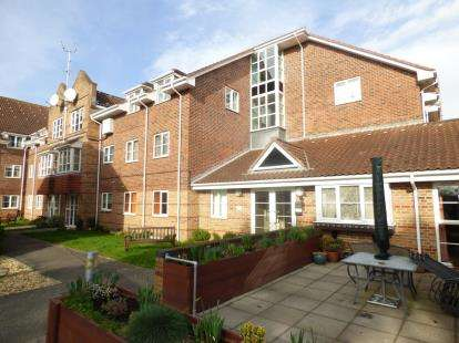 2 Bedrooms Retirement Property for sale in Park Road, Poole