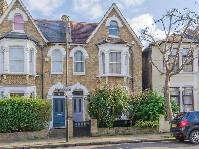 4 Bedrooms Terraced House for sale in Shaftesbury Road, N19
