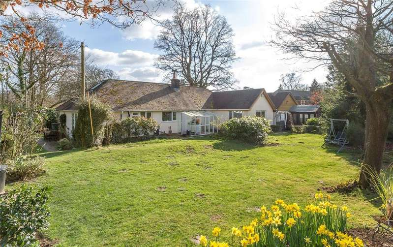 3 Bedrooms Detached House for sale in Fernhurst Road, Milland, Liphook, Hampshire, GU30