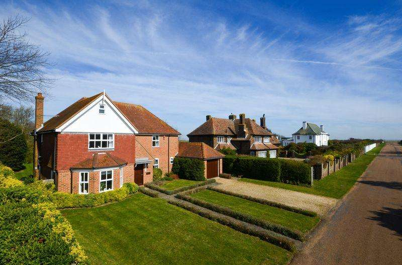 3 Bedrooms Detached House for sale in Sandwich Bay