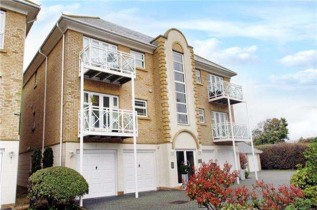 2 Bedrooms Apartment Flat for sale in Aegean House, Harsfold Close, Rustington, West Sussex, BN16