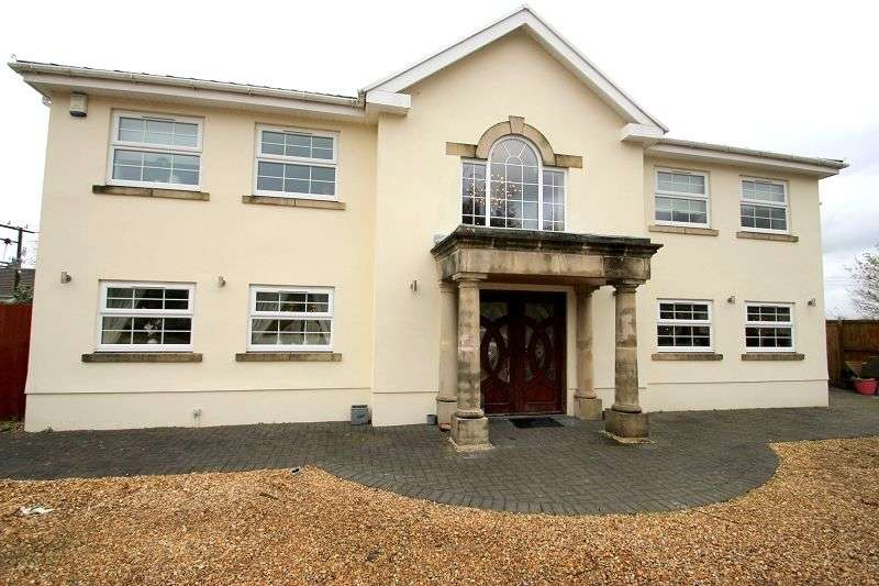 4 Bedrooms Detached House for sale in Hendy Road, Penclawdd, Swansea. SA4 3XE