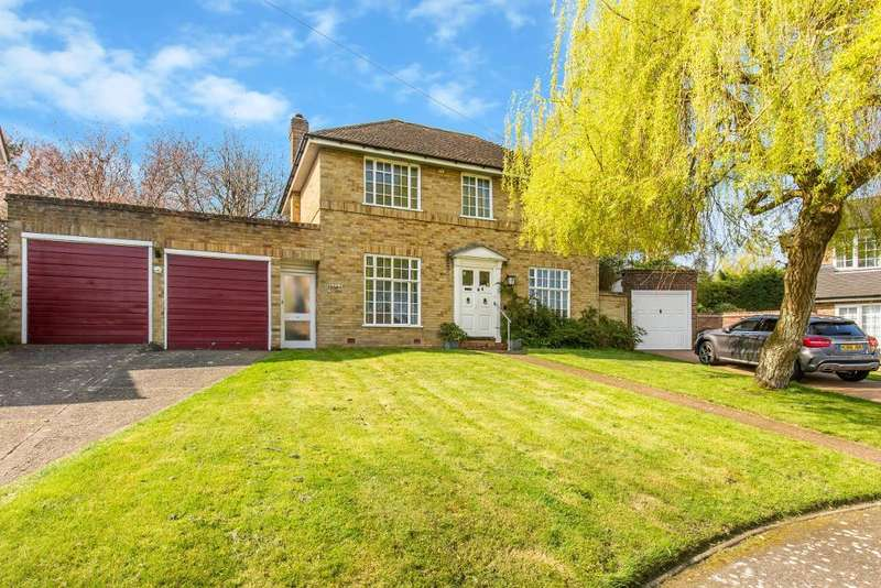 4 Bedrooms Detached House for sale in Kirkly Close, South Croydon, CR2 0ET