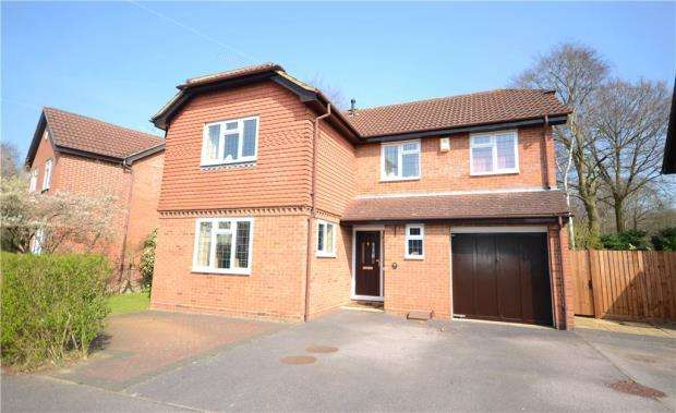 4 Bedrooms Detached House for sale in Howard Drive, Farnborough, Hampshire
