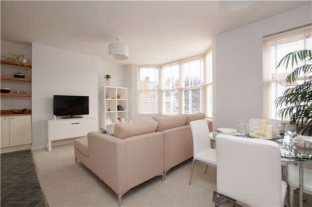 3 Bedrooms Maisonette Flat for sale in Flat 5 10-12 Parkhurst Road, BEXHILL-ON-SEA, East Sussex, TN40 1DF