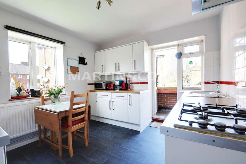 3 Bedrooms Apartment Flat for sale in Audley Court, South Woodford