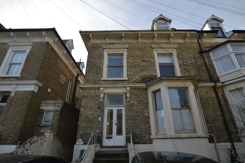 2 Bedrooms Flat for sale in Maison Dieu Road, Dover, Kent, CT16