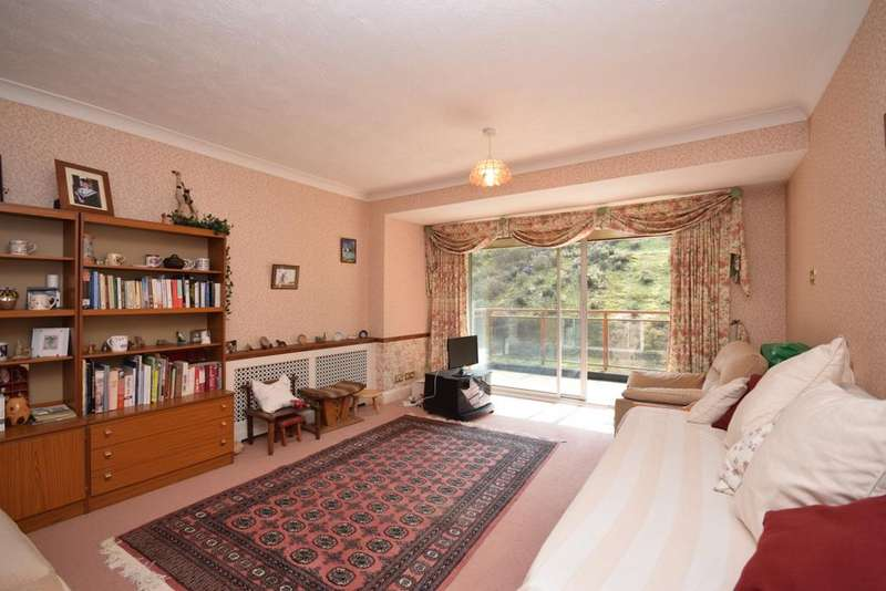2 Bedrooms Flat for sale in Holmbury Park Bromley BR1