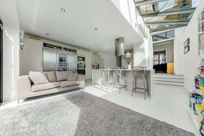 4 Bedrooms Terraced House for sale in Tankerville Road, SW16