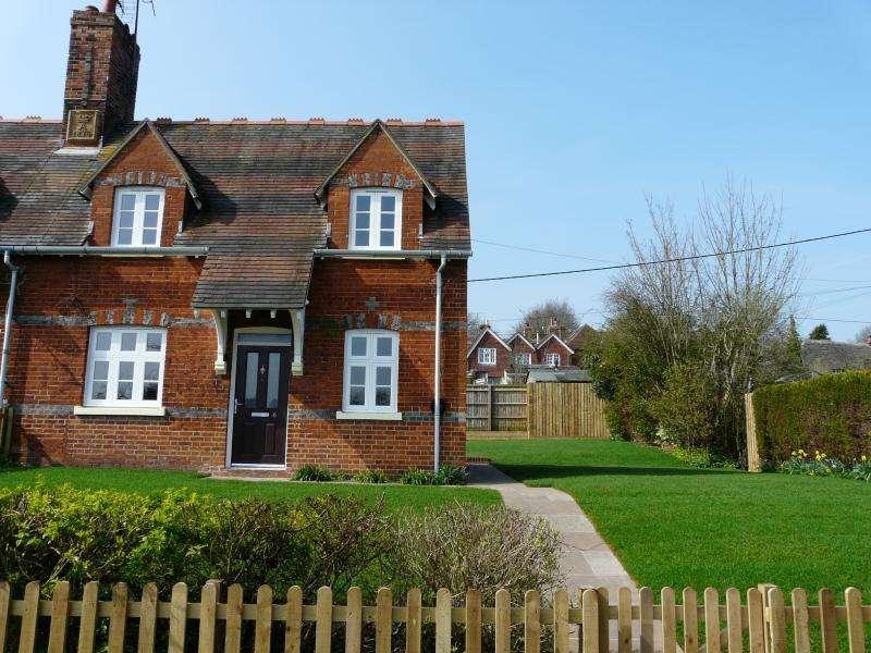 2 Bedrooms End Of Terrace House for sale in Railway terrace, Great Bedwyn