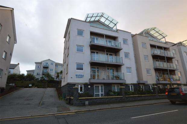 1 Bedroom Flat for sale in Marina Court, 9-19 Mount Wise, Newquay, Cornwall