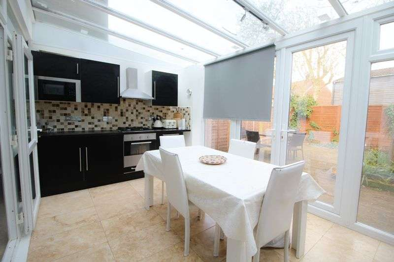 3 Bedrooms Terraced House for sale in Caroline Court, Stanmore