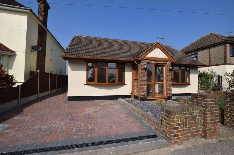 4 Bedrooms Detached Bungalow for sale in Corringham Road, Stanford-Le-Hope