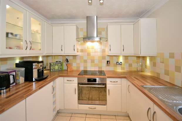 2 Bedrooms Flat for sale in Sundew Court, Elmore Close, WEMBLEY, Middlesex