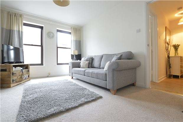 1 Bedroom Flat for sale in Davis Alley, TEWKESBURY, Gloucestershire, GL20 5PS
