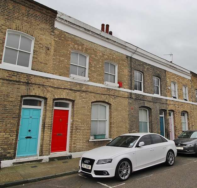 2 Bedrooms Terraced House for sale in Quilter Street, London, London, E2
