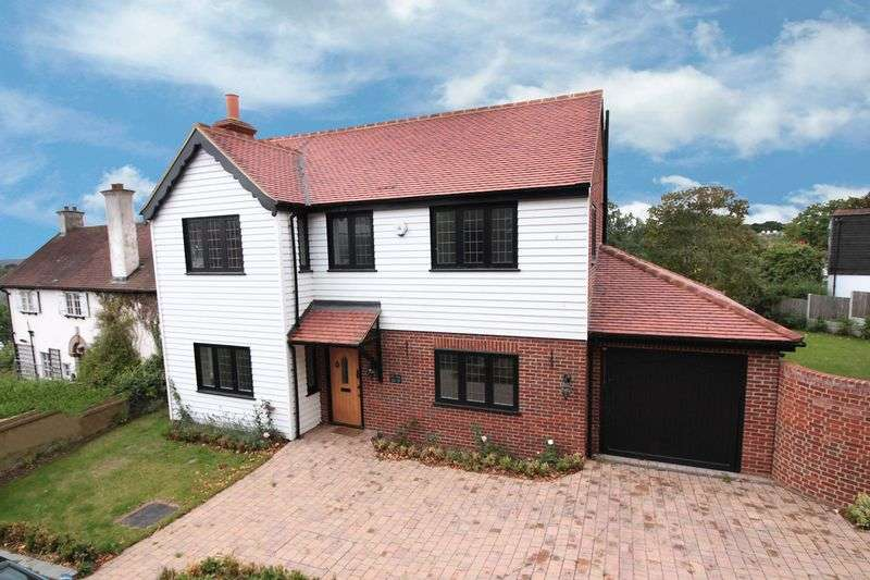 4 Bedrooms Detached House for sale in Pump Hill, Loughton