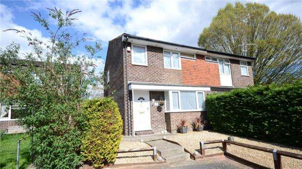 3 Bedrooms Semi Detached House for sale in Hawkesbury Drive, Calcot, Reading