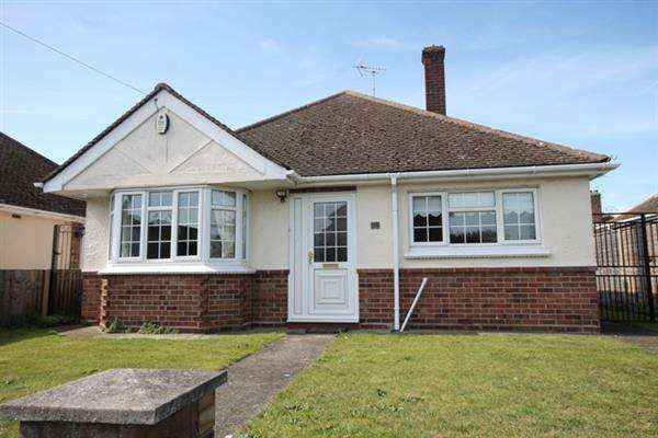 2 Bedrooms Bungalow for sale in Highview Avenue, Great Clacton
