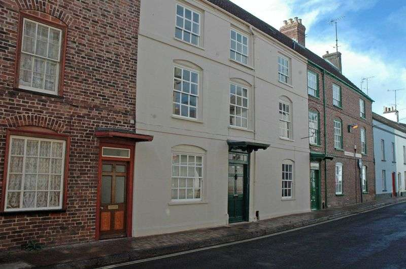 6 Bedrooms Terraced House for sale in Glendower Street, Monmouth