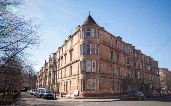 2 Bedrooms Flat for sale in 3/2 26 Woodlands Drive, Glasgow