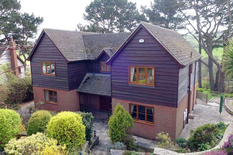 4 Bedrooms Detached House for sale in Valley Road,, Harmans Cross,