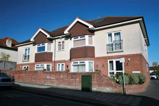 2 Bedrooms Flat for sale in St Matthews Court, St Matthews Road, Cosham, Portsmouth, Hampshire, PO6 2DJ