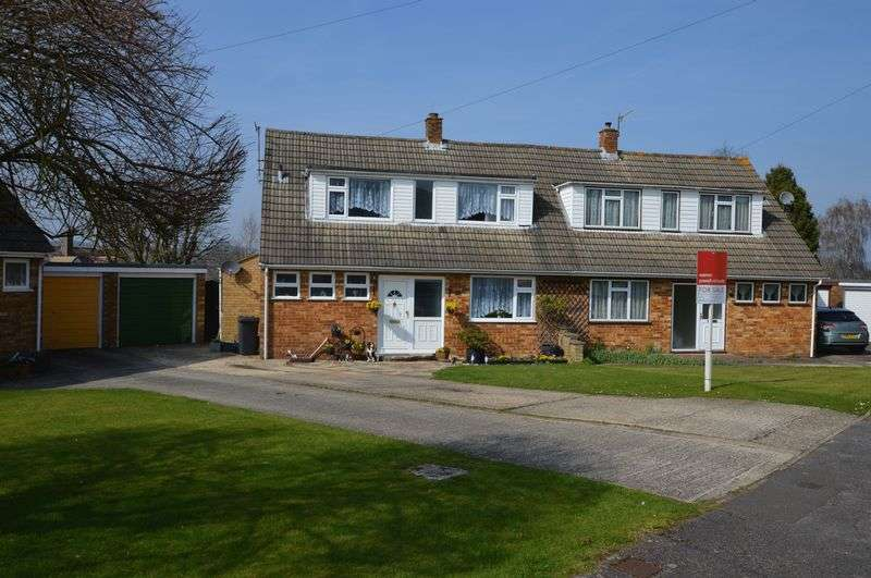 4 Bedrooms Semi Detached House for sale in Moreland Close, Alton, Hampshire