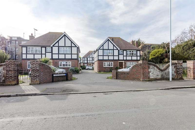 5 Bedrooms Detached House for sale in Downview Road, Worthing, West Sussex, BN11 4TJ