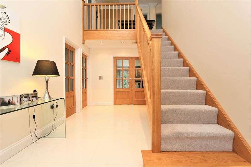 4 Bedrooms Detached House for sale in Brook Rise, Chigwell